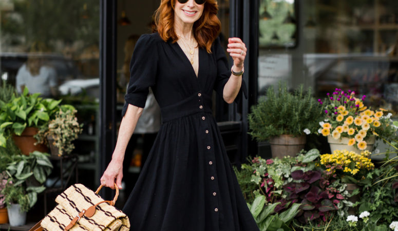 A SIMPLE BLACK DRESS TO WEAR THIS SUMMER