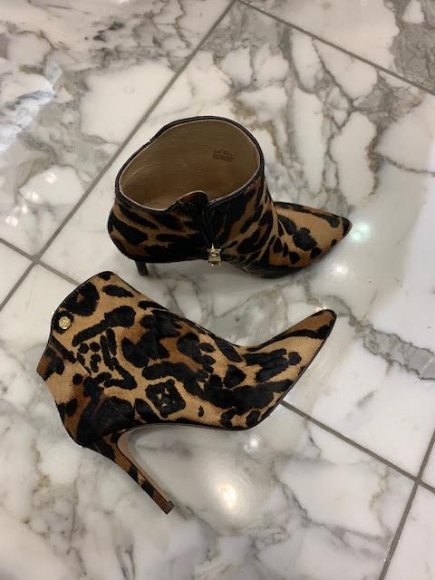 These leopard print booties are so chic!