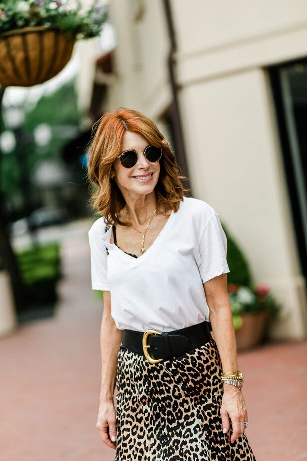 Leopard Skirt and white v neck tee outfit