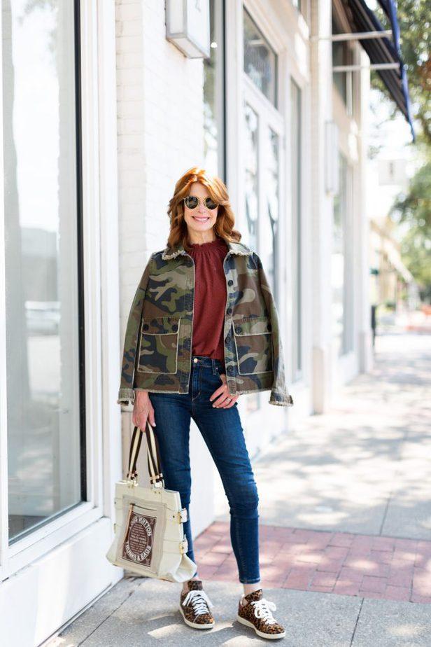 dallas blogger wearing camo jacket
