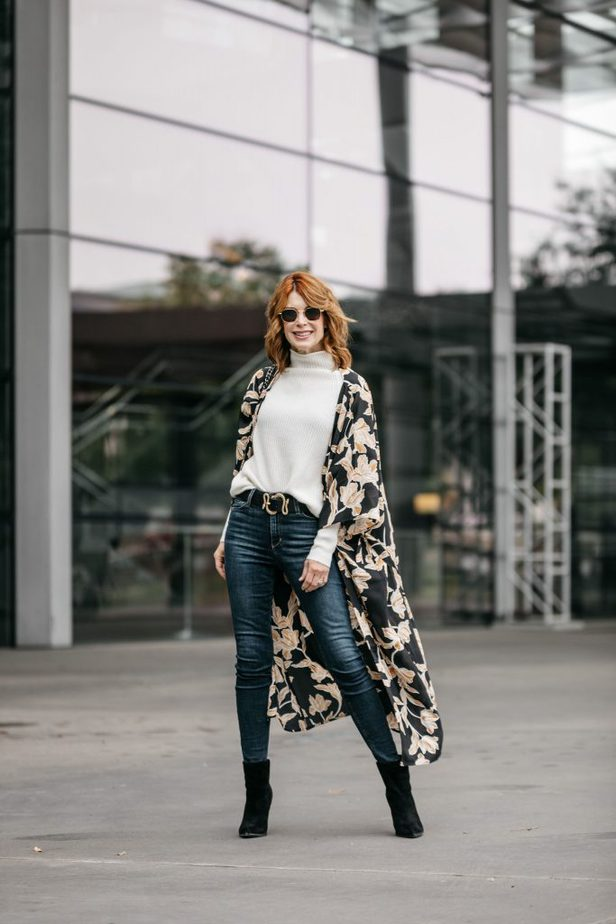 The Middle Page Blog wearing kimono from MAISON Du SOIR with jeans and cream turtleneck sweater