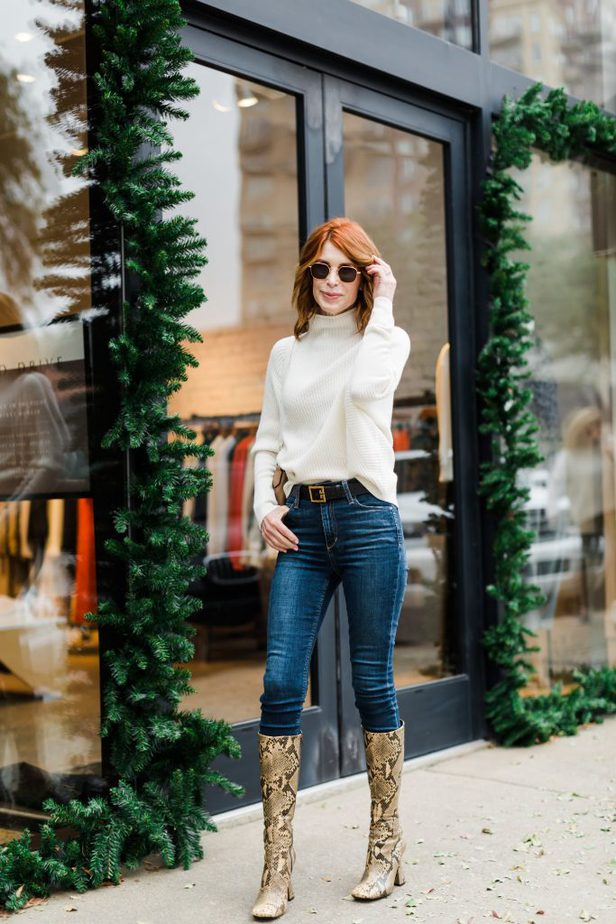 Cathy Williamson wearing Club Monaco Cashmere Sweater