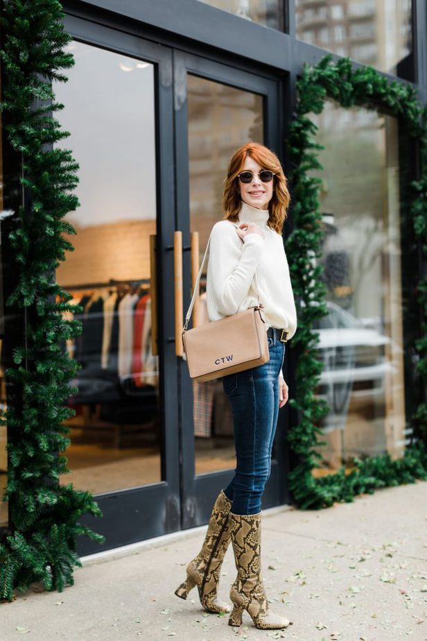 Dallas Blogger Carrying Custom Monogrammed Purse from Leatherology