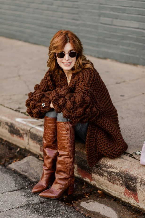 Dallas Fashion Blogger wearing Chunky sweater with Gucci Belt and Croc embossed boots