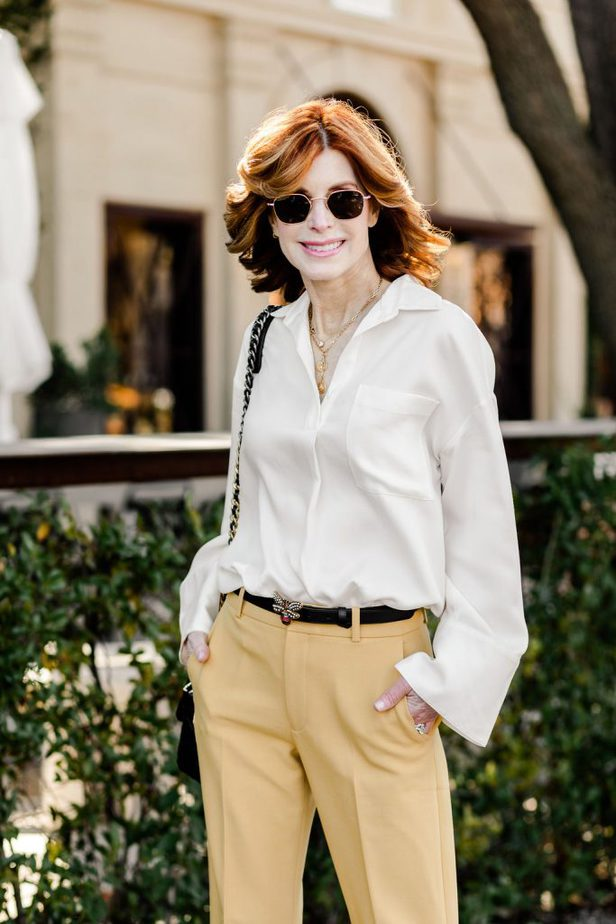 Dallas Blogger wearing white top and yellow pants from Club Monaco