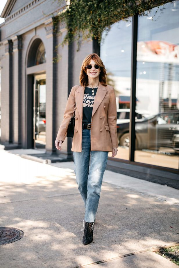 DALLAS FASHION BLOGGER WEARING FAUX LEATHER BLAZER FROM NORDSTROM
