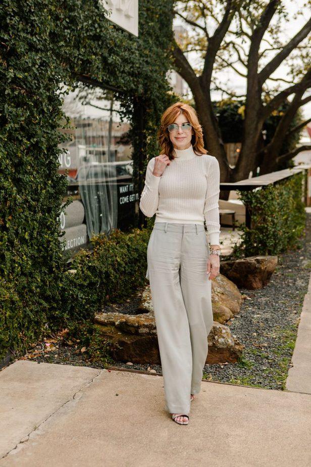 Dallas Blogger wearing Club Monaco carpenter style pants