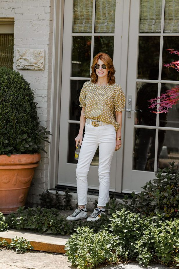 Dallas Blogger in Madewell yellow puff sleeve blouse and white jeans