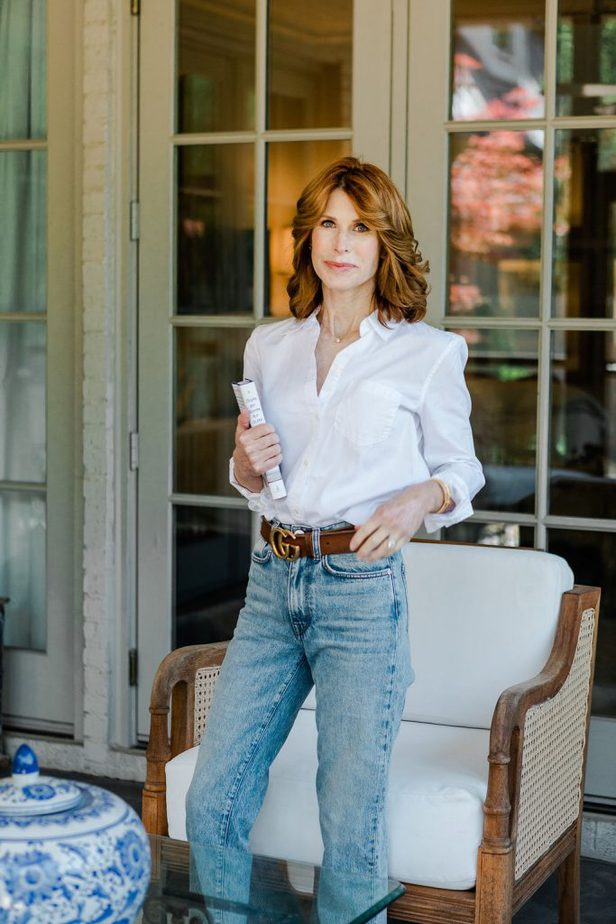 White Button-Down Shirt, Jeans, and Gucci Belt on Dallas Blogger