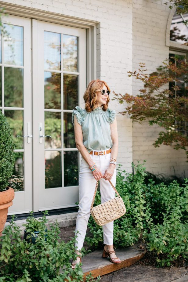 Dallas Blogger in Sea NYC Seafoam Green top and White Jeans