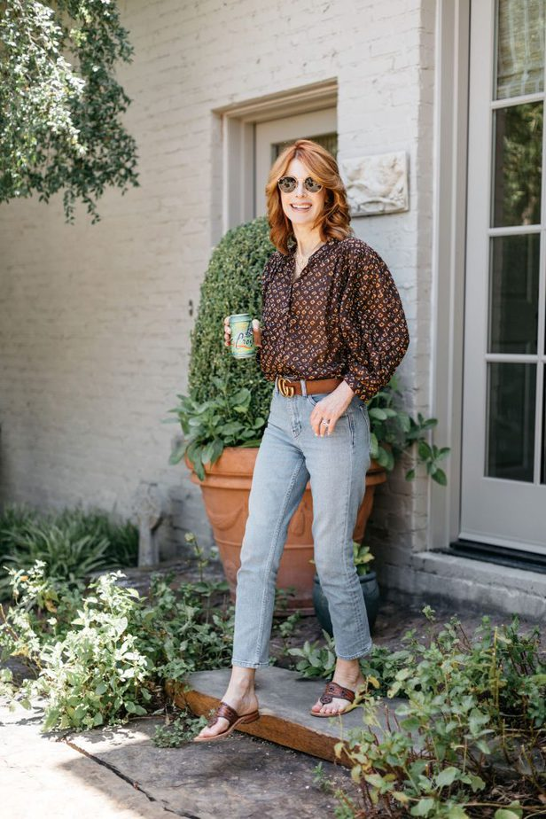 Brown floral top and light jeans on Dallas blogger
