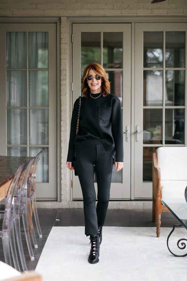 Dallas Blogger in all black look