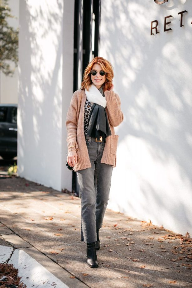 Dallas Blogger wearing pieces from Curateur Box from Rachel Zoe