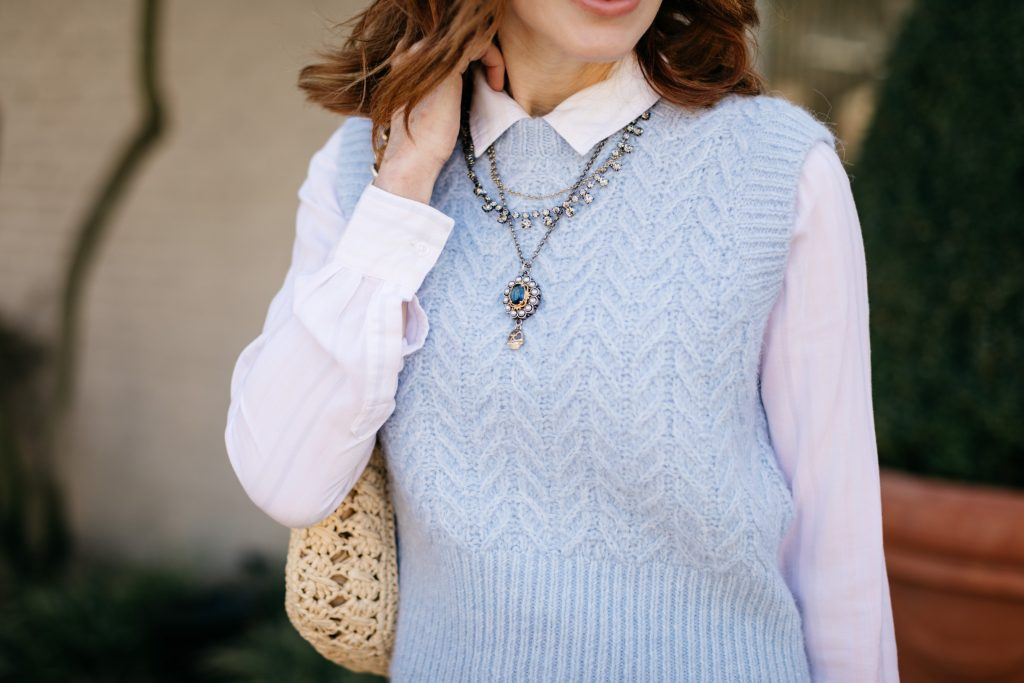 how to wear cropped sweater vest