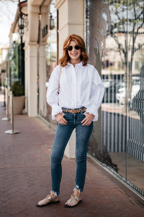 Dallas female Blogger wearing White Ruffle Shirt, Skinny Jeans and flats