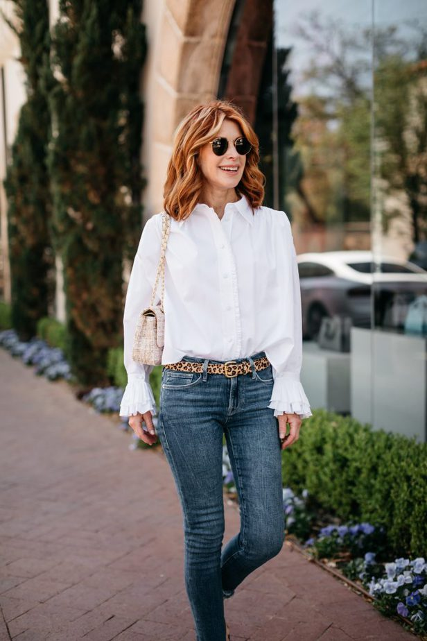 woman looking away from the camera wearing white shirt is always a good idea and skinny jeans