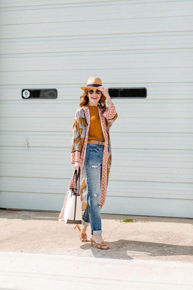 Dallas woman blogger wearing an adorable kimono leaf