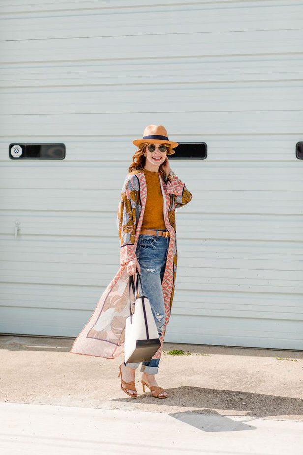 Dallas blogger in adorable kimono and fedora hat