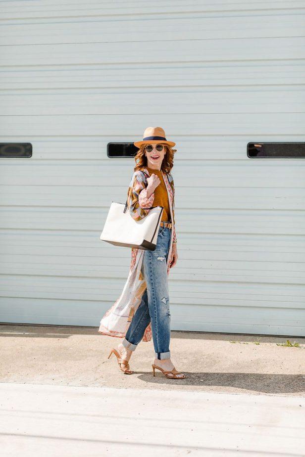 Dallas blogger in kimono, ripped jeans, and fedora hat