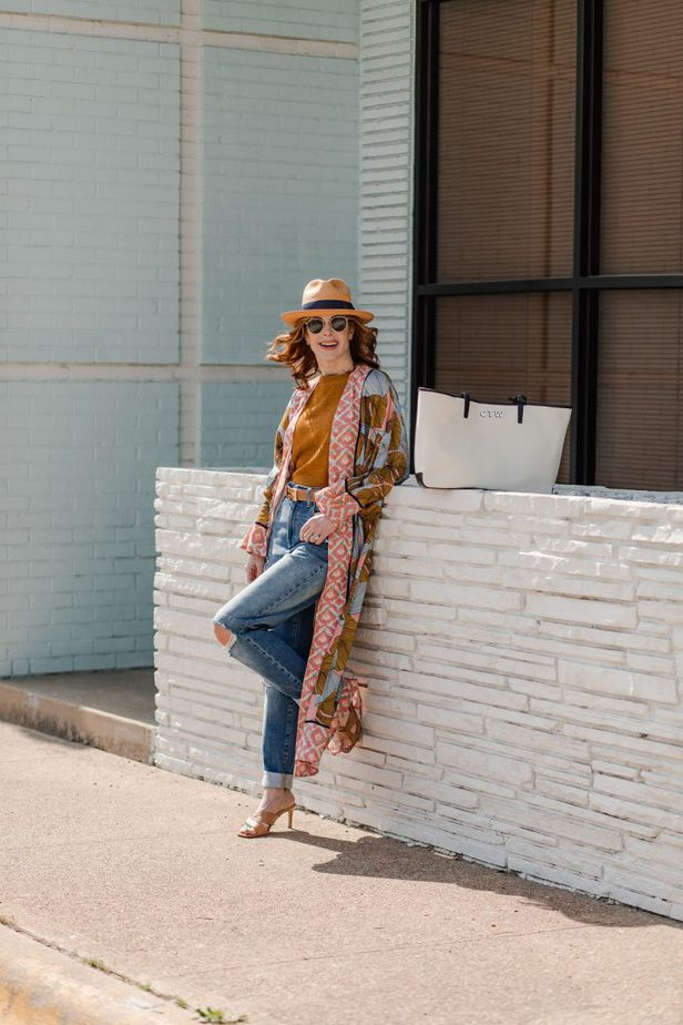 dallas woman blogger leaning on a white wall