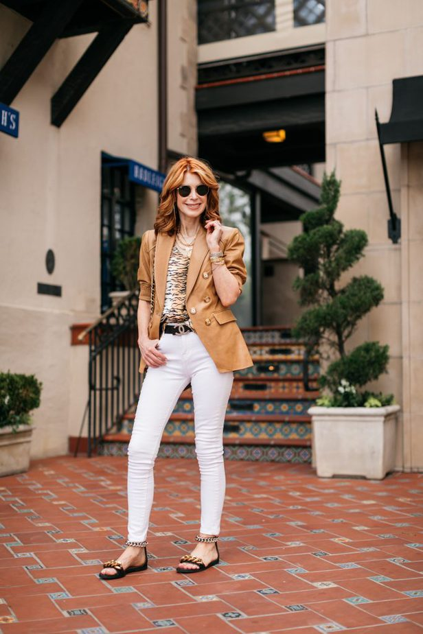 Dallas Blogger in camel leather blazer and white jeans