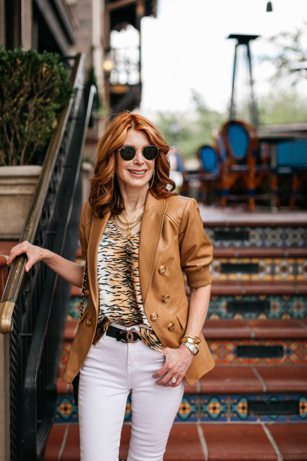 Leather blazer for the summer on Dallas Blogger and hand on pocket