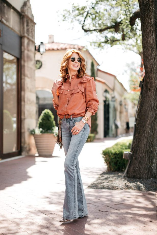 Dallas female blogger wearing Blogger one of the STATEMENT TOPS for summer and jeans