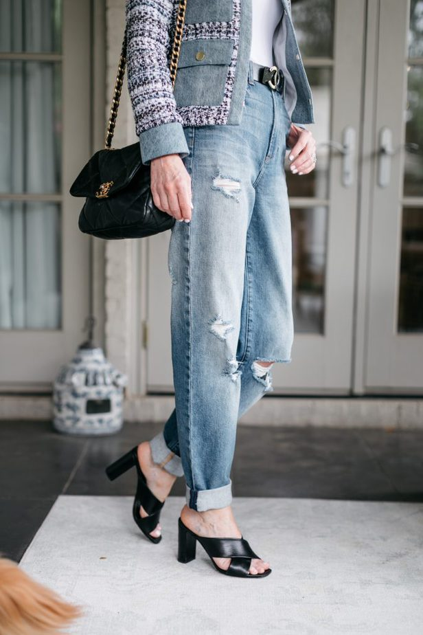 Dallas female Blogger wearing tattered jeans