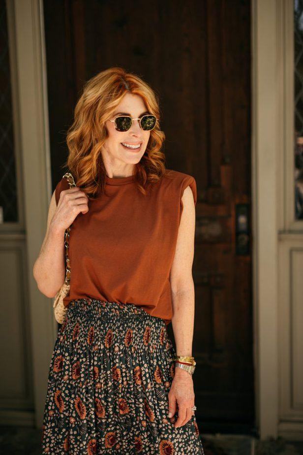 woman wearing tshirt and sunglasses