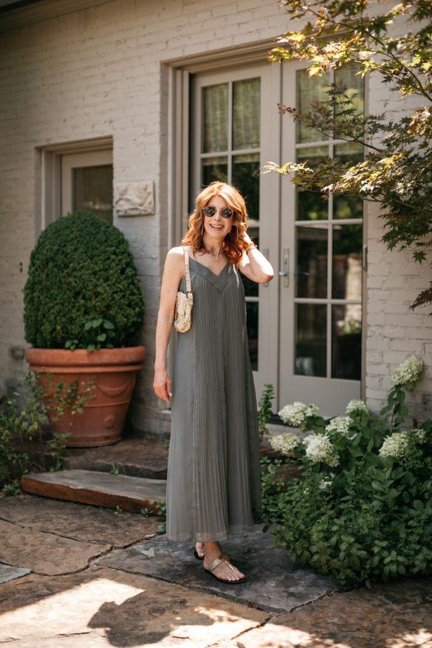 woman Dallas Blogger wearing green pleated Club Monaco dress