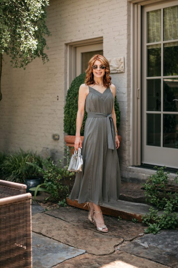 Dallas Blogger wearing the Perfect Summer Dress from Club Monaco