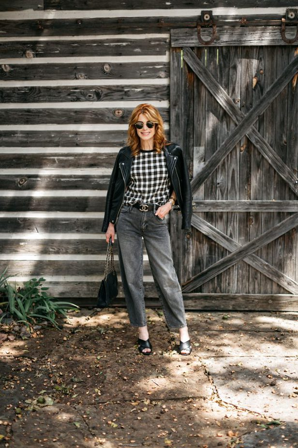 dallas blogger in plaid tee and black pants