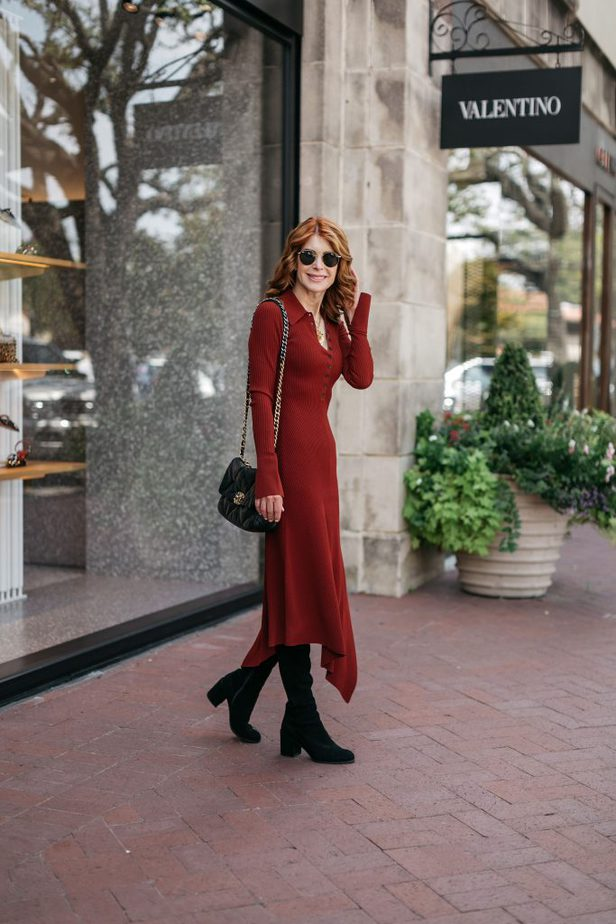 woman a Valentino store and wearing RIBBED KNIT DRESS